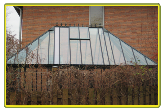 Victorian-Classic-Greenhouse-mit-Kapelle-in-rot3.png