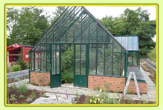 Englisches Gewächshaus Victorian-Classic-Greenhouse-T-Modell Mit Kapelle und Frühbeeten, englische Gewächshäuser Dachneigung 45°