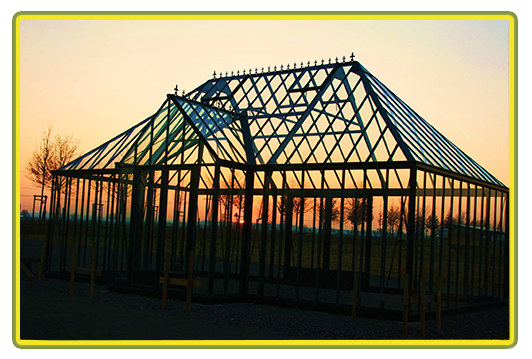 Victorian-Classic-Greenhouse Walmdach-mit-Kapelle-in-rot.png