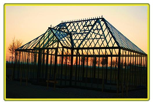 Englisches Gewächshaus bei Sonnenuntergang