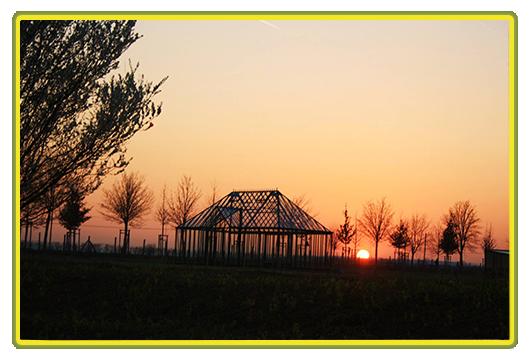 Impression Englisches Gewächshaus bei Sonnenuntergang