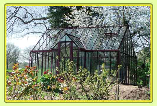 Victorian-Classic-Greenhouse-mit-Kapelle-in-rot2.jpg