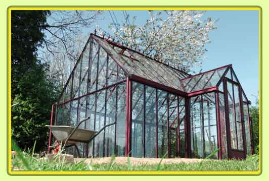 Victorian-Classic-Greenhouse-mit-Kapelle-in-rot5.jpg