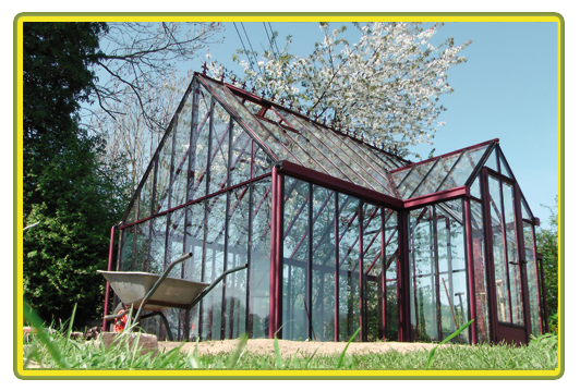 Victorian-Classic-Greenhouse-mit-Kapelle-in-rot5.png