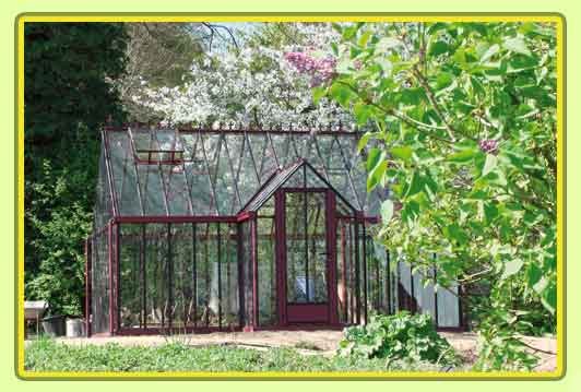 Victorian-Classic-Greenhouse-mit-Kapelle-in-rot6.jpg