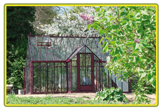 Victorian-Classic-Greenhouse-mit-Kapelle-in-rot6.png
