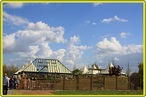 Viktorianisches Gewächshaus mit Walmdach auf der Landesgartenschau